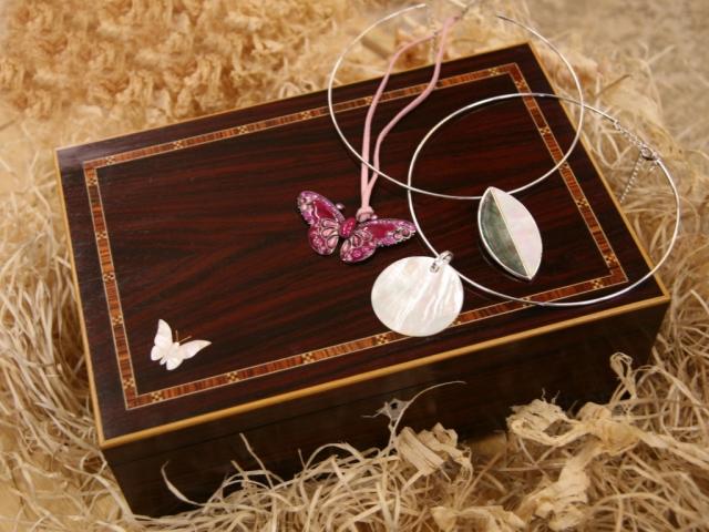 Handmade Bespoke Personalised Gifts